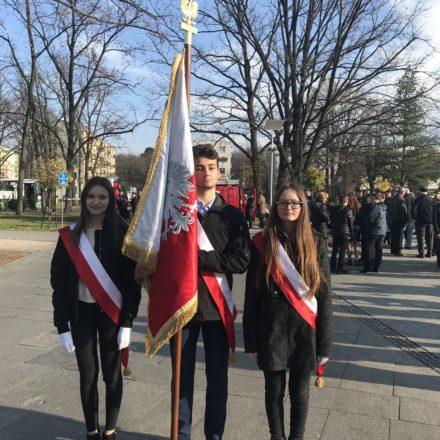Poczet  Sztandarowy ZS Nr 1 na obchodach 100 – lecia odzyskania przez Polskę Niepodległości